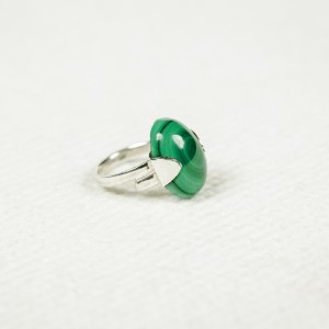 Silver ring with malachite stone