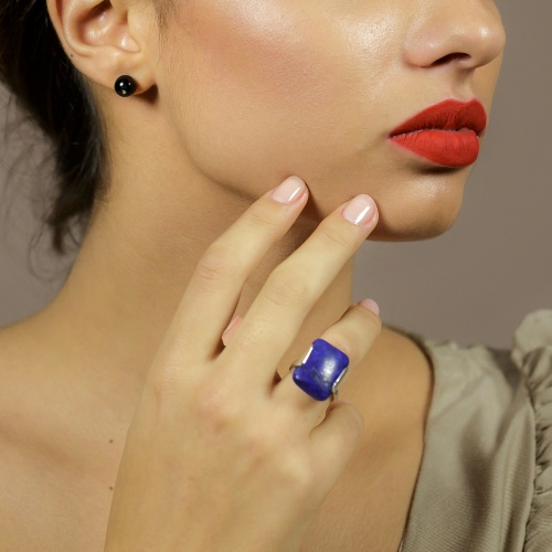 Silver ring with lapis lazuli stone
