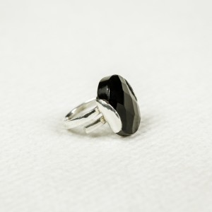Silver ring with obsidian stone